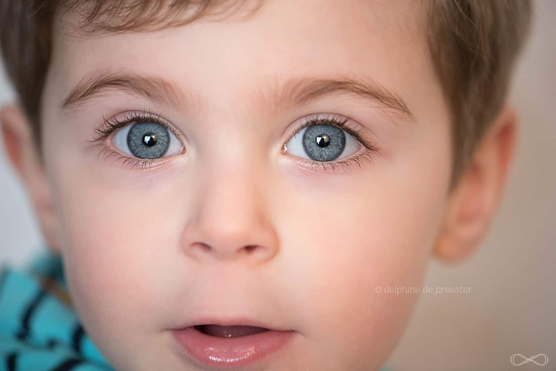 photos enfant avec les yeux bleus