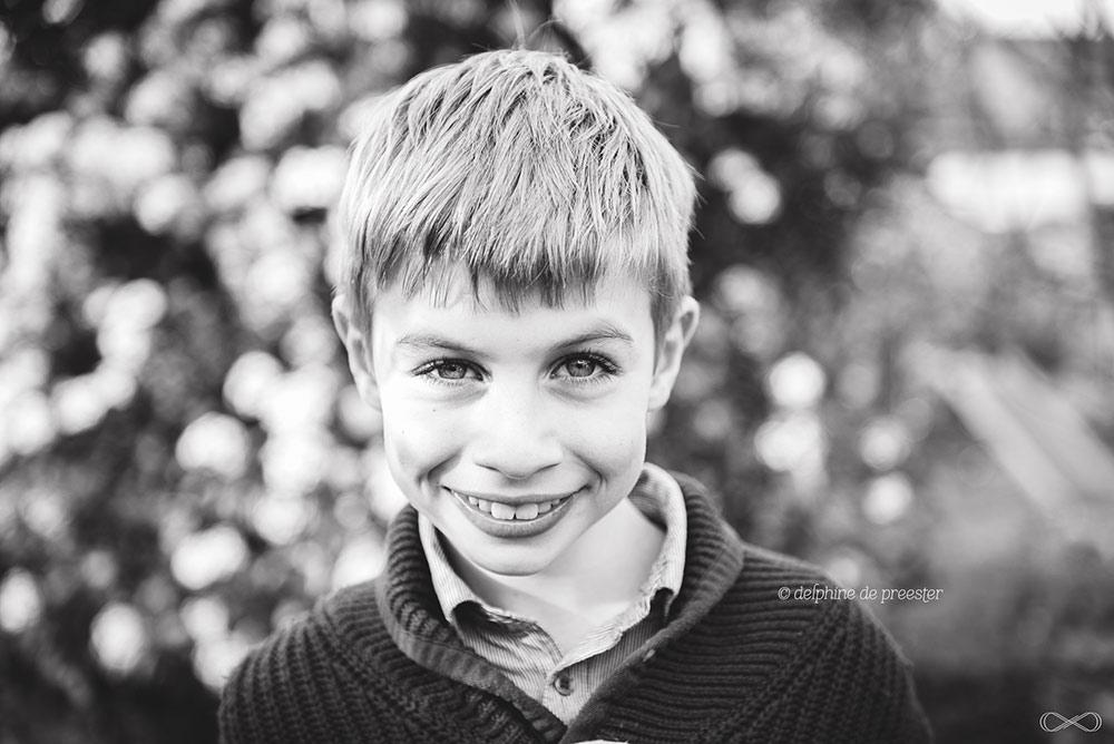 photos d'enfant en noir et blanc