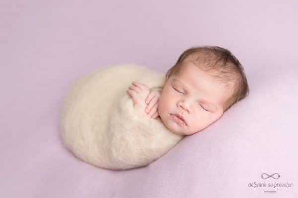 bébé dans un cocon
