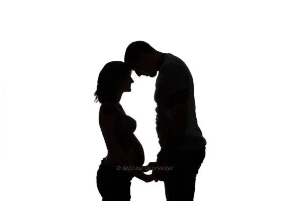photo femme enceinte noir et blanc
