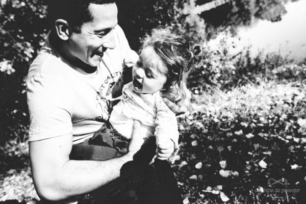 éclat de rire entre père et fille